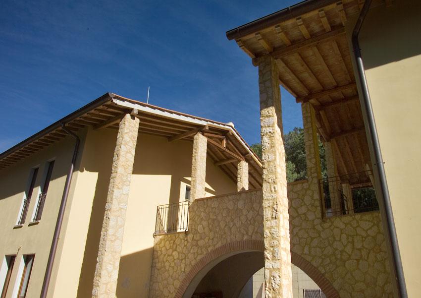 Casa mobili interni: muri finta pietra